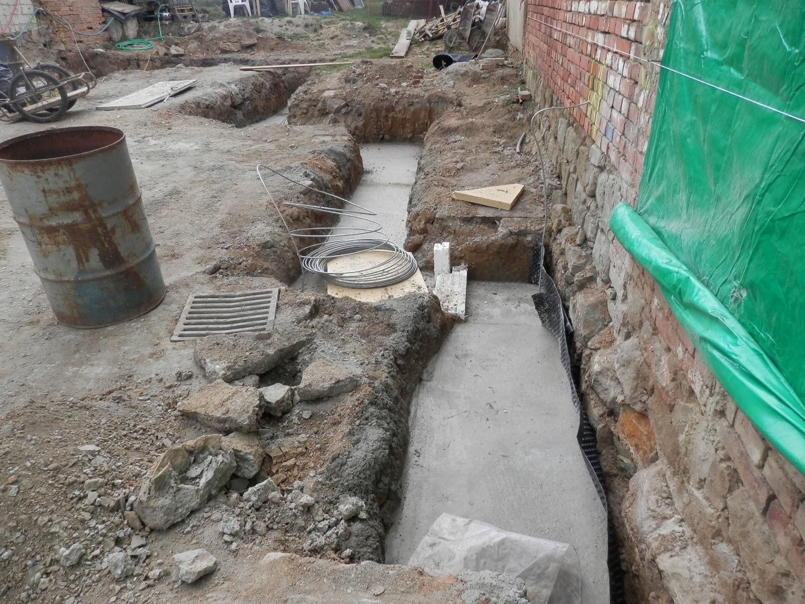 Bourání staré a stavba nové řadovky - Už se začíná rýsovat tvar domu