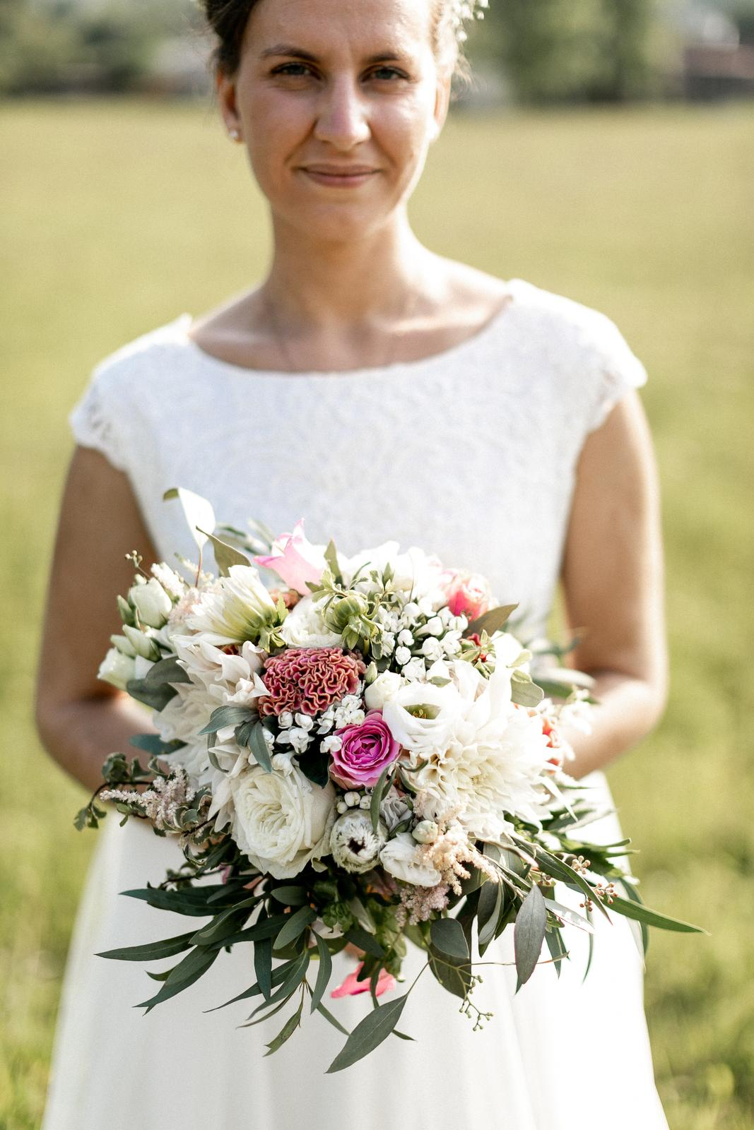 Svatební ivory šaty šité na míru - Obrázek č. 3