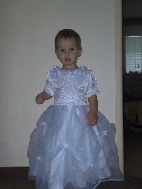 Naše prípravy 25.apríl.2009 - moja malá družička = naše krsniatko