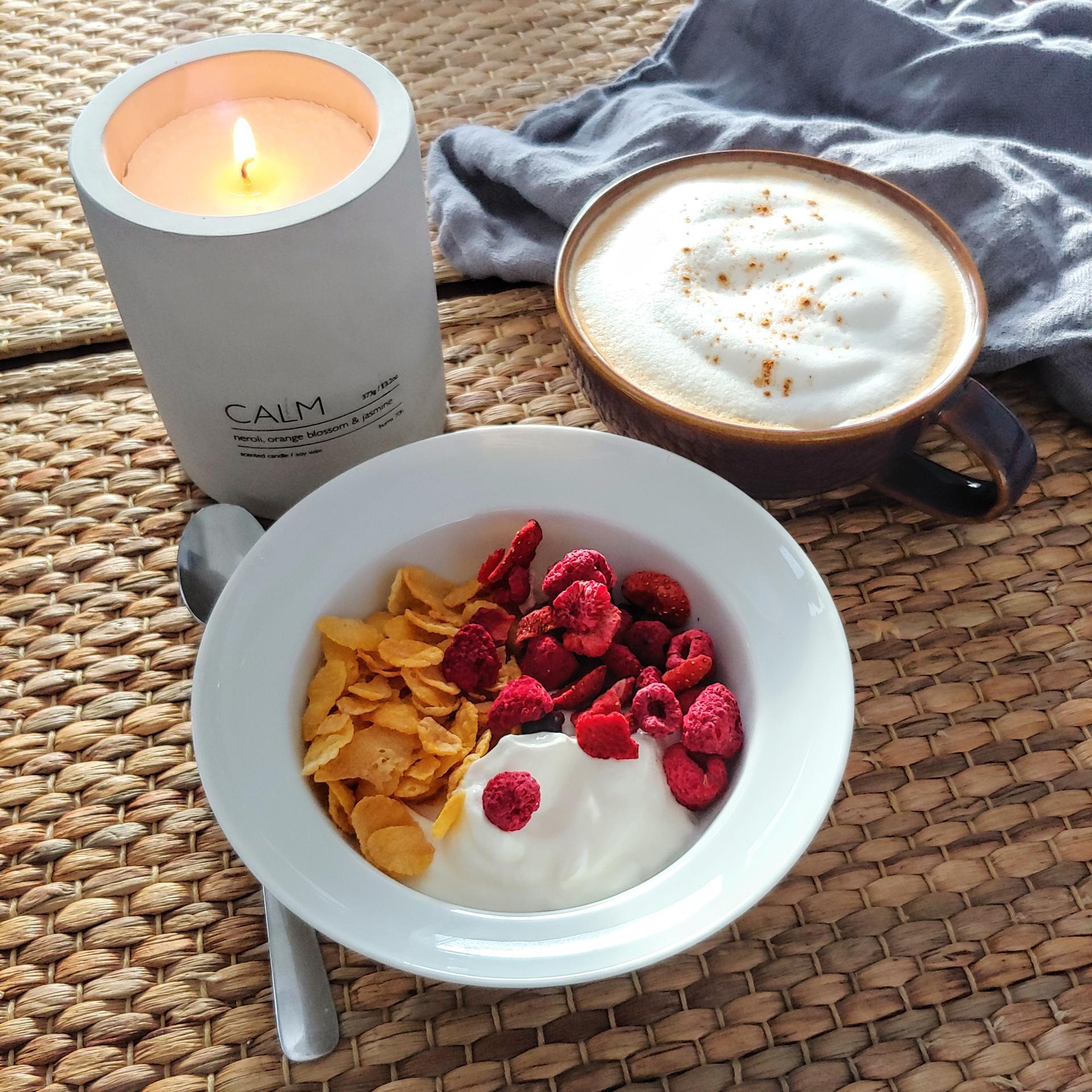 Dobré ráno, u nás hlásíme slunečno☀❄ Krásný den přejeme❤ Na fotce je betonová svíčka CALM, kameninovy vínový šálek a 100% lněná utěrka v šedé barvě😉 www.idylo.cz - Obrázek č. 1