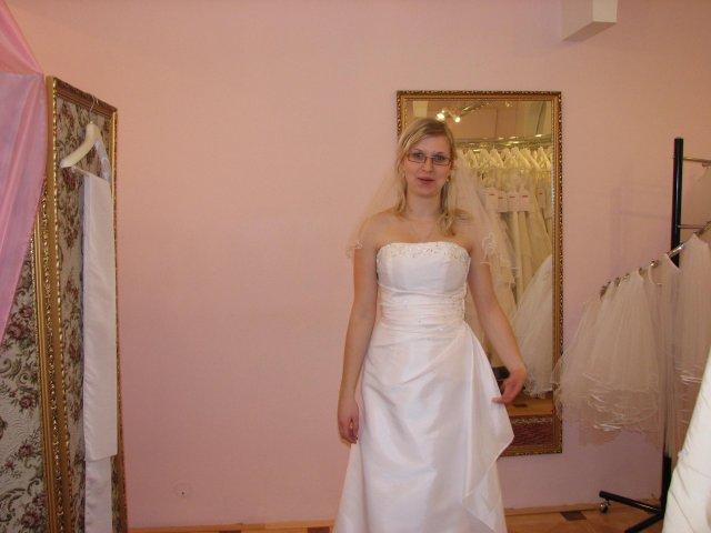 Svatba A+P, šaty - (šaty č. 1) moc krásné, už na ramínku
