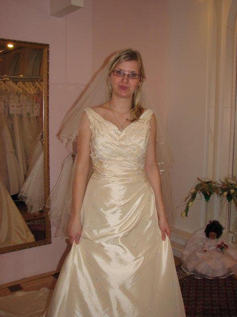 Svatba A+P, šaty - (šaty č. 3) omluvte to tlemení :-)