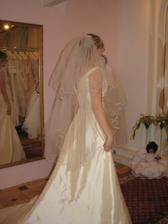(šaty č. 3) krásný závoj