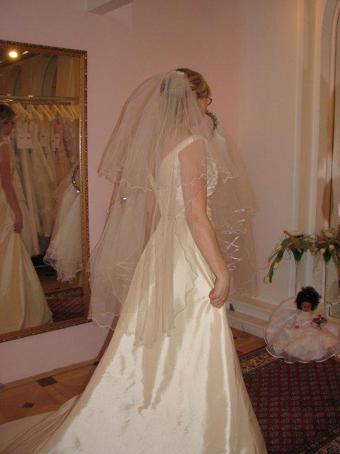 Svatba A+P, šaty - (šaty č. 3) krásný závoj