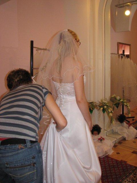 Svatba A+P, šaty - (šaty č. 4) paní byla opravdu velmi ochotná