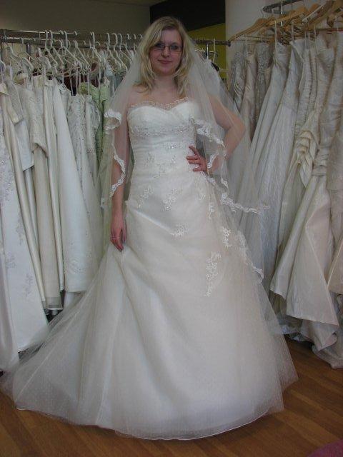 Svatba A+P, šaty - salon paní Damborská (šaty č. 1)