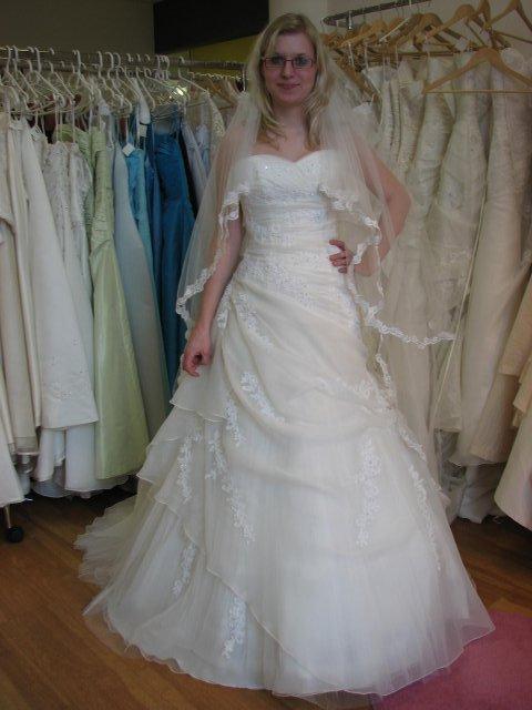 Svatba A+P, šaty - (šaty č. 2)