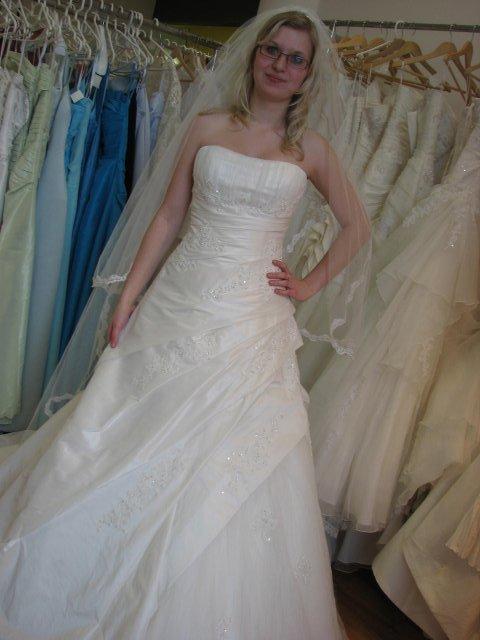 Svatba A+P, šaty - (šaty č. 3) původné favorit, nádherně lehké