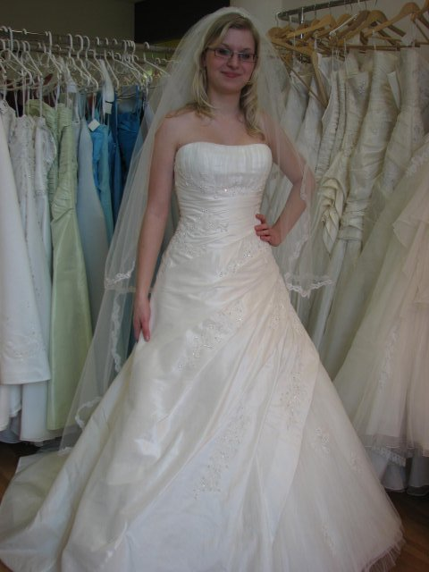 Svatba A+P, šaty - (šaty č. 3) krásný korzet