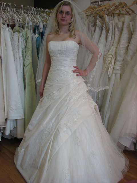 Svatba A+P, šaty - (šaty č. 3)