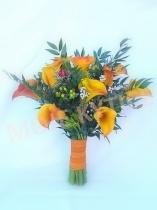 Představy - oranžové kaly v kombinaci s plody třezalky ve dvou barvách,  drobnokvětý exotický mix