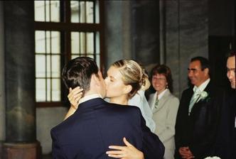 manzelsky polibek/ very long wedding kiss