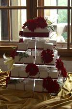 nas dortik, mel byt ale zeleny/ our wedding cake should have been green