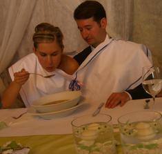 spolecna polevka/ eating the soup together