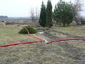 20.3.2010 A jsou připraveny sítě na zakopání...ale kdo vybagruje???
