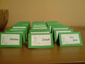 připravené jmenovky na stůl
