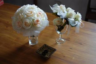 kytice z bílých růží