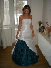 moje svatební šatičky upravené na plesové