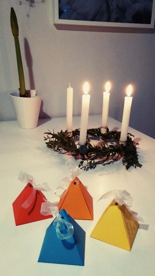 Krasnou třetí adventní neděli všem :-) dnes jsme zabalili dárečky pro paní učitelky ve školce.... - Obrázek č. 1