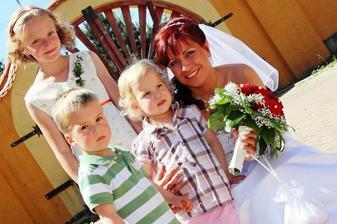 ...nejmladší svatebčané:-)