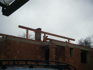 zacina sa robit strecha