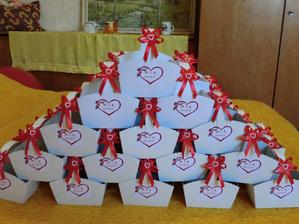 připravené košíčky na svatební koláčky