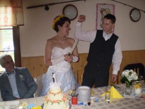 zakrojení dortíku :-))))