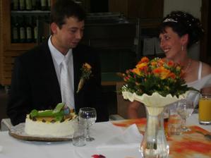 Překvapení pro manžela....,den před svatbou měl kulatiny a dostal opožděně dortíka :-))