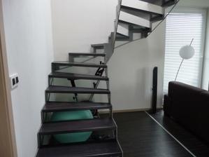 naše schodisko .... zatiaľ bez zábradlia