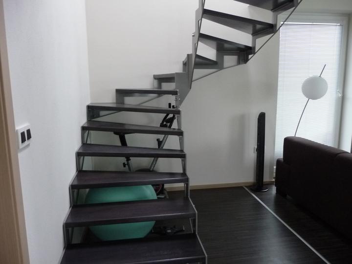Takto byvame .... - naše schodisko .... zatiaľ bez zábradlia