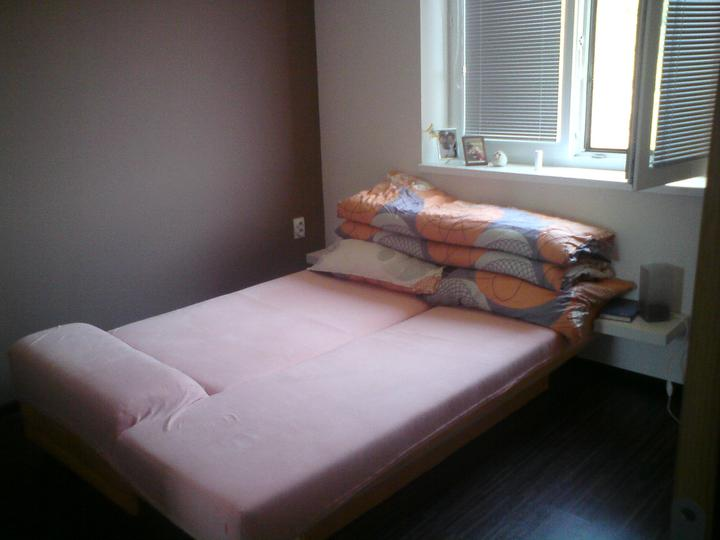 Takto byvame .... - Zatiaľ taká provizórna rozkladacia posteľ