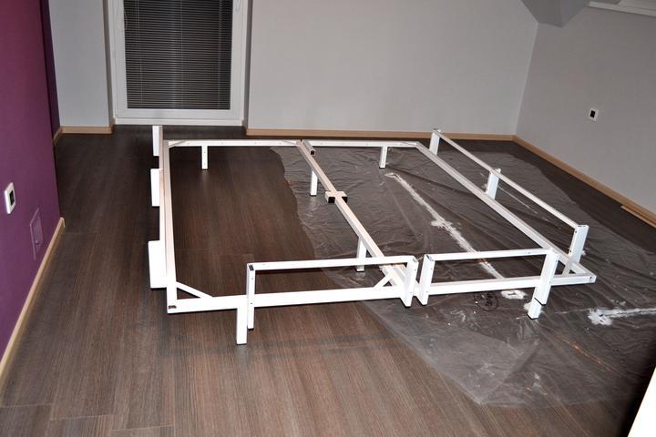 Takto byvame .... - A takto vyzerala naša manželská posteľ .... taktiež zváraná konštrukcia ako na detskej