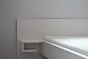 Detail nášho mini nočného stolíka :-)