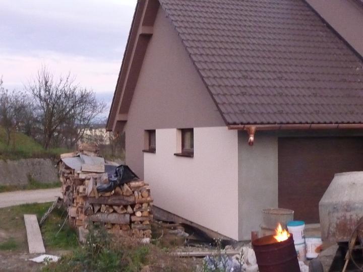Takto byvame .... - takto vyzerá domček od garáže