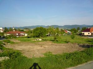 takto vyzeral nas pozemok este na zaciatku leta 2008