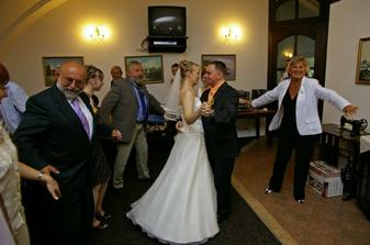 První manželský taneček.