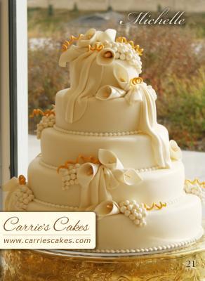 Náš svatební dort měl vypadat přesně takhle, jenom marcipánové kaly měly nahradit živé růže