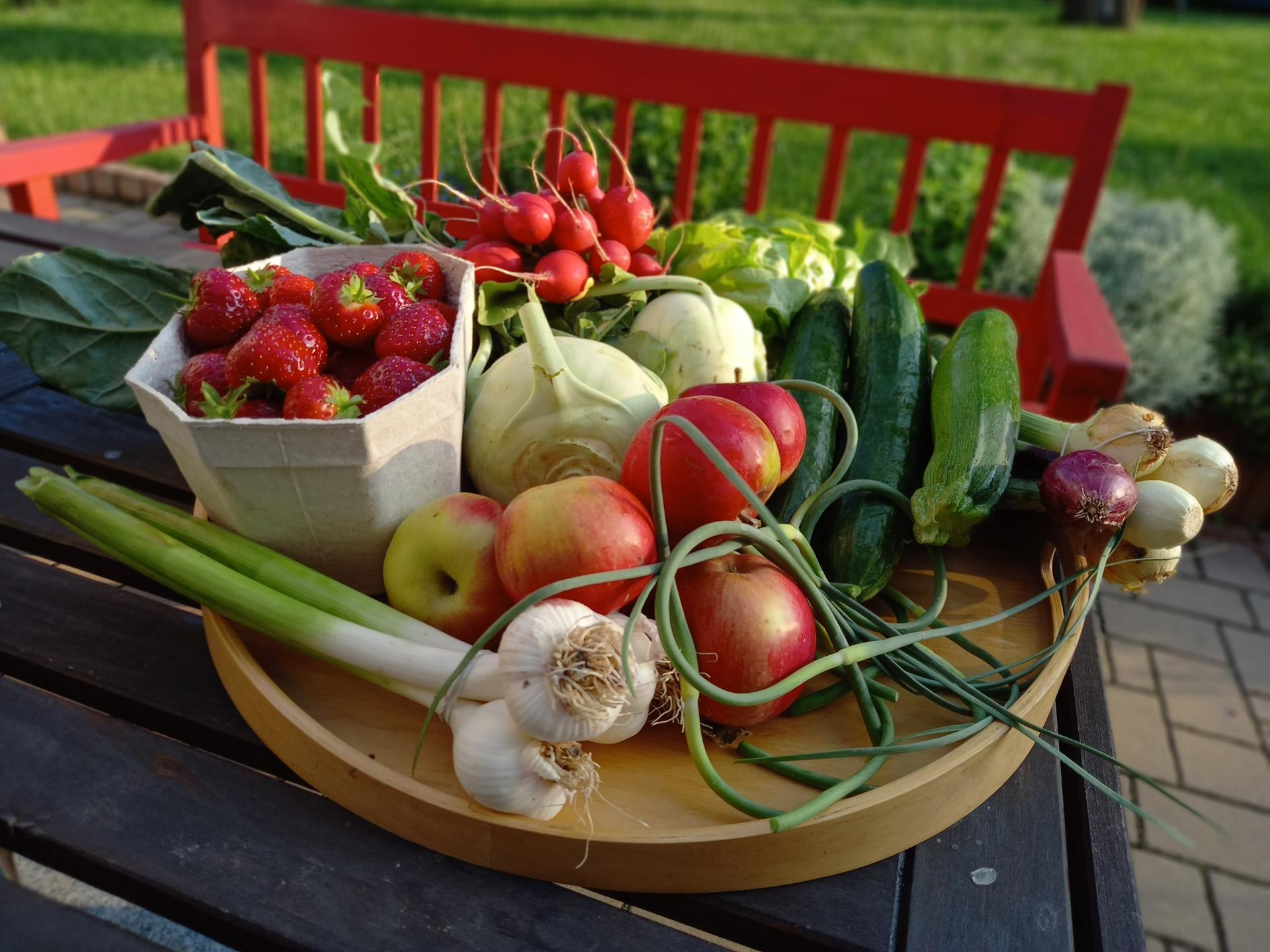 Jedlá zahrada - Než budou produkty z vlastní zahrádky,využívám farmářů a jejich Čupr bedýnky ❤