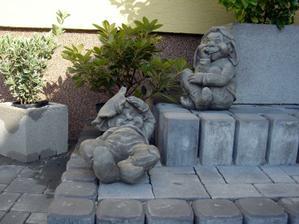 naši záhradní povaľači