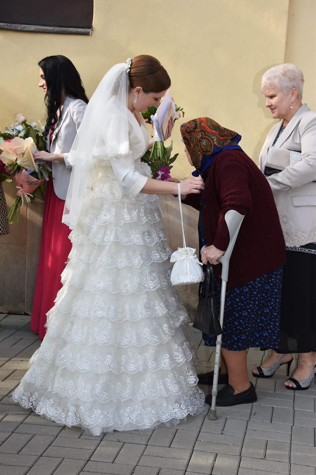 Krajkove svadobne saty 36-38 cena 80 - Obrázok č. 1