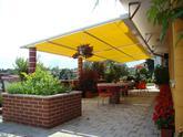 Zatienenie terasy clonou Arquati s poťahovým materiálom Soltis