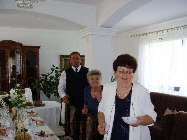 T a T sa pripravuje na svadbu :) - team ktory mi pomáha vo vsetkom v príprave, dekoratérka v predu