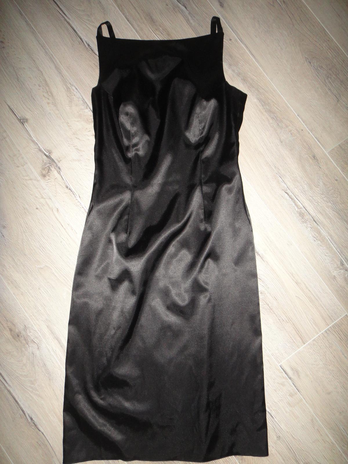 Čierne úzke šaty - Obrázok č. 1