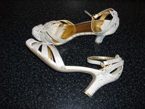 boty koupené tady v bazaru od paajaa