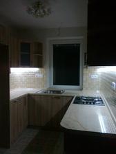 dokoncene zastrcky a vypinace v kuchyni a LED pasy