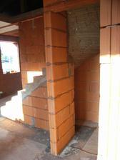 pod schodami bude miniaturna spajza, inde na nu nezvysilo miesto