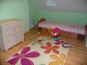 drevo postele sa musí ešte zameniť za drevo farby komódy