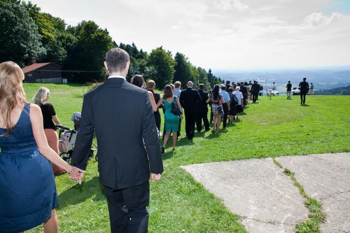 Aneta{{_AND_}}Michal - svatebčané přicházejí na místo obřadu