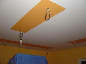 strop v obývačke, ešte chýbajú lišty - toto máme odkukané od našej Evičky , Stanka a Mareka
