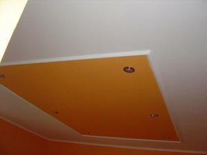 strop v jedálni aj s lištami